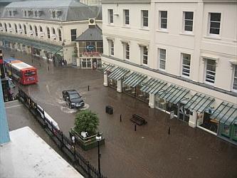 povodeň v uliciach